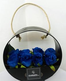 Çantada Yapay Mavi Güller