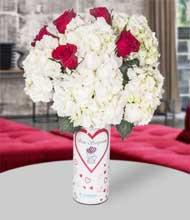 Seni seviyorum vazo ortanca ve kýrmýzý güller