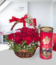 Çiçek sepeti kýrmýzý güller ve lavi çikolata
