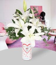 Seni seviyorum  vazo ve beyaz lilyumlar