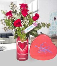 Seni seviyorum vazo 5 kýrmýzý gül ve seni seviyorum çikolata