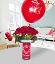 Seni seviyorum vazoda 20 kýrmýzý gül ve happy birthday balon
