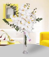 Flüt vazoda beyaz orkideler