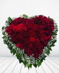 Özel tasarım kalbe işlenmiş güller