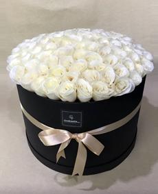 Kutuda Yapay Beyaz Güller